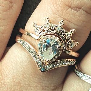 White Sapphire Crown Guard 18K Rose Gold Ring Set